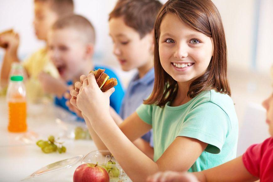 Kanapki dla dzieci nie powinny zawierać serków topionych