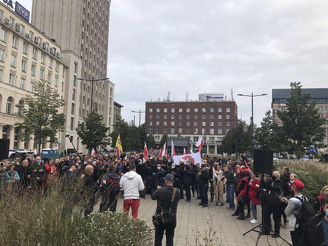 Warszawa. Protest rozpoczął się przed siedzibą TVP