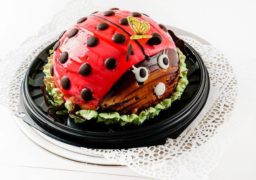 Tort biedronka wygląda bardzo efektownie