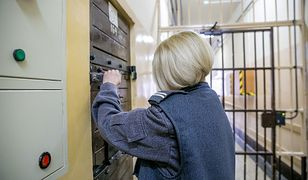 Zdarza się, że funkcjonariusze w więzieniu zachowują się gorzej niż skazani.