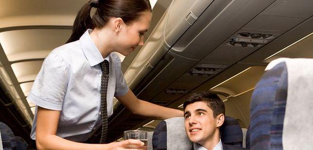 Stewardesy buntują się przeciwko rozmiarom kostiumów