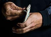 Bezrobotny dostaje pomoc i jeszcze wydatki wrzuca w koszty
