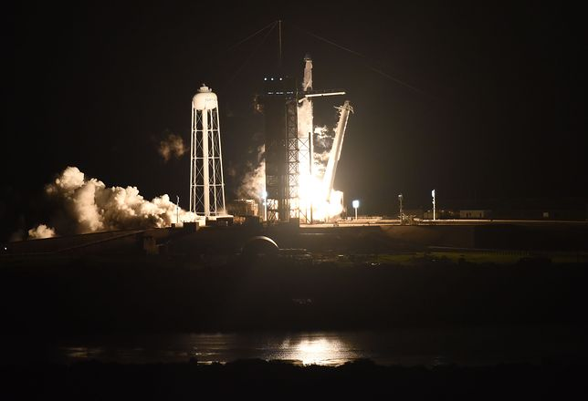 NASA i SpaceX. Udany start misji Crew-1.