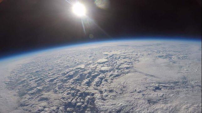 Zdjęcie Ziemi wykonane przez sondę Space in 180