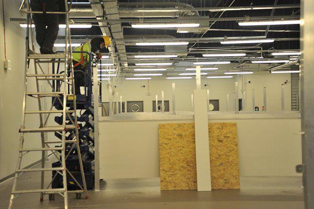 Szpital tymczasowy tworzony w hali na terenie lotniska w Pyrzowicach będzie mógł przyjąć 144 chorych na COVID-19.