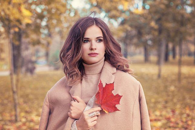 Wełniany płaszcz na jesień do 250 zł