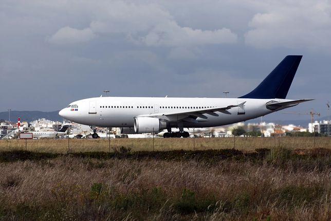 Samolot lądujący na Lotnisku Faro w Portugalii