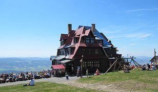 Czechy. Niezwykłe ujęcie. Fotograf uchwycił Alpy ze szczytu położonego jedynie 50 km od Polski