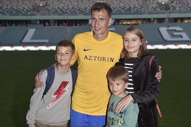Jarosław Bieniuk z dziećmi w 2018 roku
