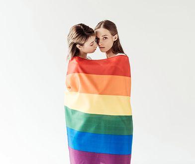 """""""Tato, myślisz, że gdy dorosnę, zostanę gejem?"""". Dlaczego musimy rozmawiać z dziećmi o orientacjach seksualnych"""
