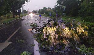 Gwałtowne burze nad Polską. Setki interwencji strażaków. Tysiące ludzi bez prądu