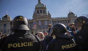 Koronawirus w Czechach. Protesty przeciwko obostrzeniom. Zatrzymano posła