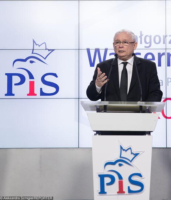 PiS wycofał się z kontrowersyjnych przepisów. Kaczyński komentuje