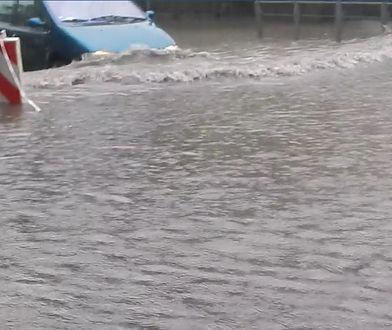 Kilkadziesiąt minut wystarczyło, aby ulice Brzezin zostały zalane