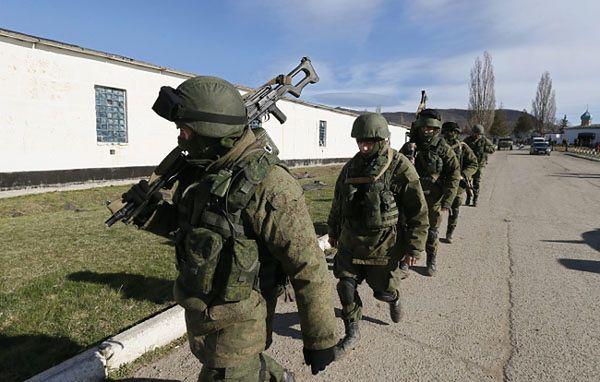 Uzbrojeni członkowie tzw. samoobrony Krymu
