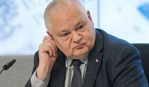 W NBP był zatrudniony na 9 dni, wypłata 6720 zł. Tajemniczy doradca Adama Glapińskiego