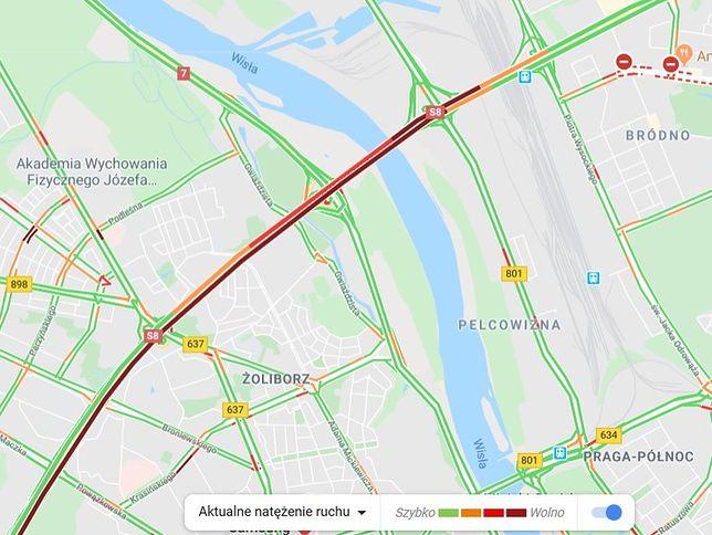 Warszawa. Zderzenie z autokarem na S8. Jedna osoba ranna