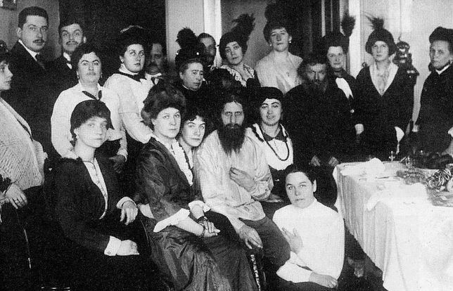 Rasputin w towarzystwie wielbicieli. Rok 1914