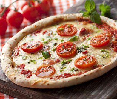 Kamień do pizzy sprawia, że ciasto jest równomiernie wypieczone