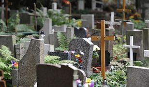 Firma pogrzebowa z Jarocina podmieniła zwłoki w grobie - sprawa umorzona