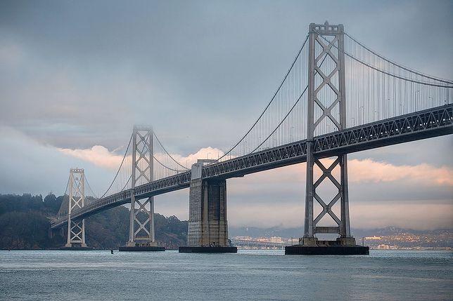 San Francisco–Oakland Bay Bridge - most wiszący, którego głównym konsultantem technicznym był Rudolf Modrzejewski.