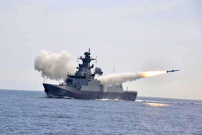 Ćwiczebne wystrzelenie chińskiej rakiety C-802. Irański Noor jest jej lokalną wersją