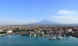 Katania rozciąga się u stóp wulkanu Etna