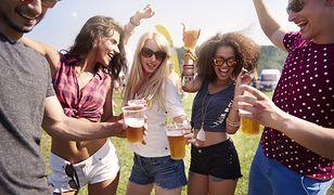 Za picie w miejscu publicznym ma grozić kara ograniczenia wolności. To wstępny pomysł resortu sprawiedliwości