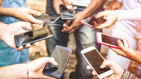 Jak walczyć z uzależnieniem od smartfonów? Mikropłatnościami, rzecz jasna