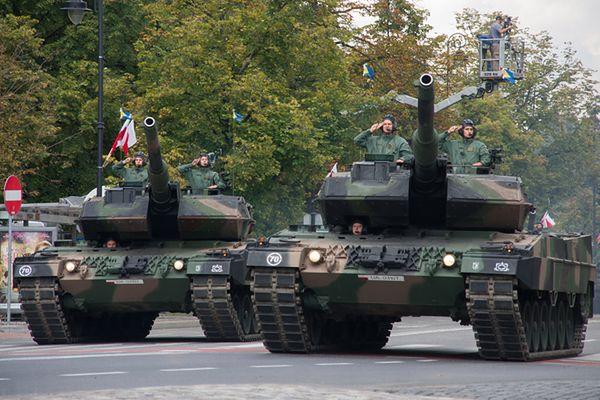 Czołgi Leopard 2A5 na defiladzie w Warszawie