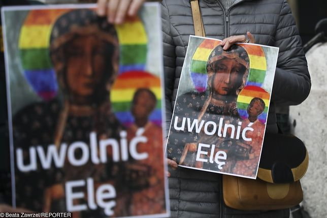 Elżbieta Podleśna została w poniedziałek zatrzymana przez policję. Zdjęcie z pikiety w Krakowie