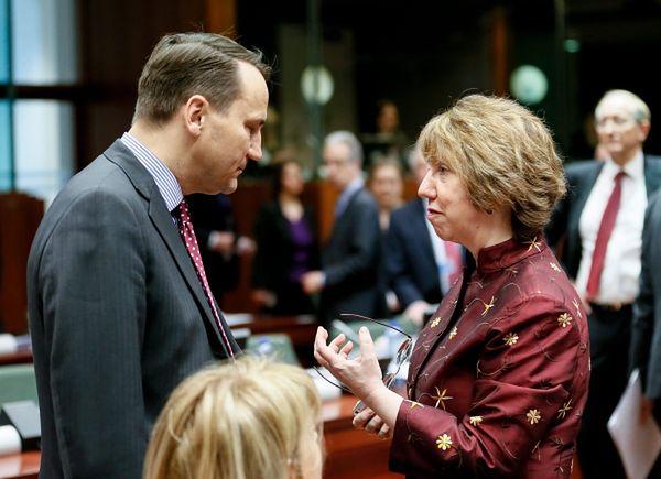 Radosław Sikorski i szefowa unijnej dyplomacji Catherine Ashton podczas spotkania w Brukseli