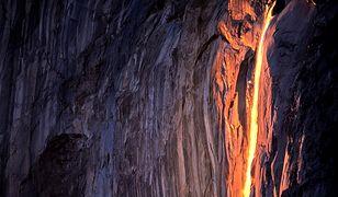 Można odnieść wrażenie, że z wierzchołka El Capitan, zamiast wody, spływa rozgrzana do czerwoności lawa