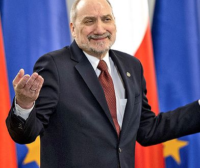Posłowie zdecydowali. Antoni Macierewicz pozostaje na stanowisku