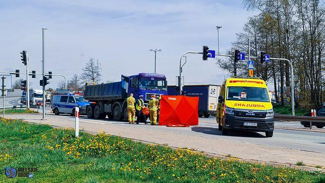 Czechowice-Dziedzice. Po potrąceniu pieszej przez ciężarówkę DK1 została całkowicie zablokowana.