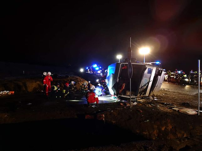 Część rannych została przygnieciona przez autokar