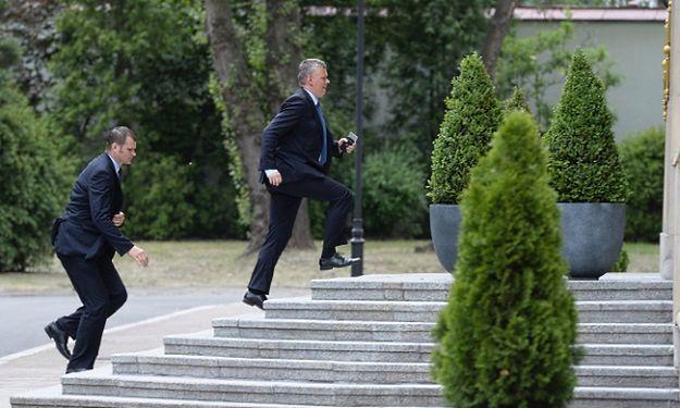 Tomasz Siemoniak po przyjeździe na spotkanie w KPRM
