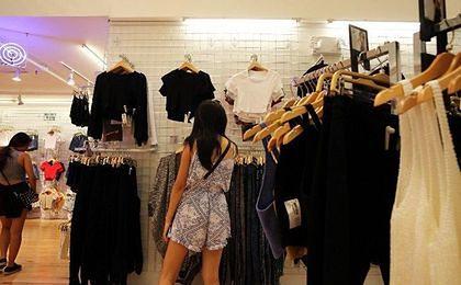 Sieci odzieżowe z zagranicy zamykają sklepy w Rosji. Wszystko przez słabego rubla