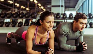 Wyzwanie plank wzmocni mięśnie brzucha i wysmukli sylwetkę.