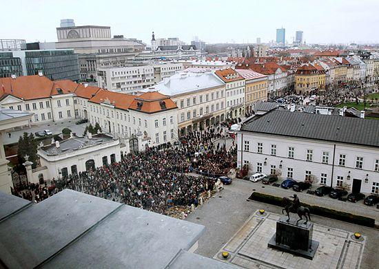 Ból i łzy przed Pałacem Prezydenckim - zdjęcia