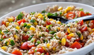 Szybka sałatka ryżowa. Genialny przepis na lato
