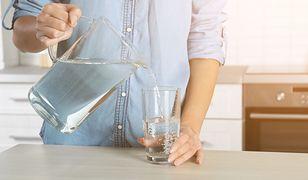 Popularny mit obalony. Ile wody trzeba pić w ciągu dnia?
