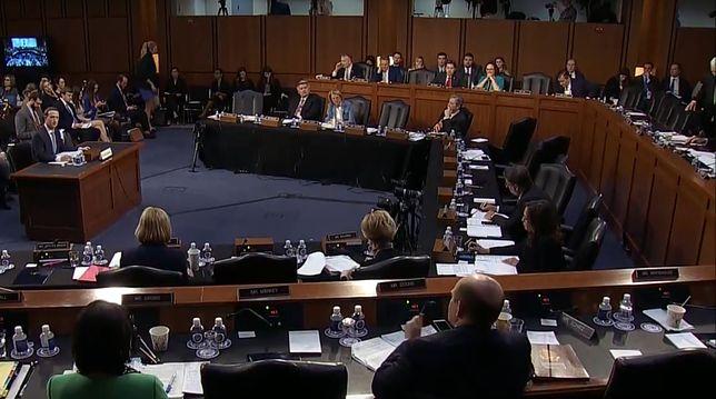 Zuckerberg przed Senatem USA musiał tłumaczyć senatorom… czym jest Facebook