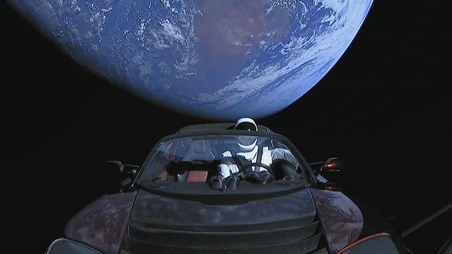 Oglądaj Starmana w kosmosie na żywo!