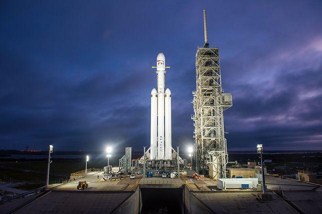 NA ŻYWO! Testowy lot największej obecnie rakiety kosmicznej Falcon Heavy