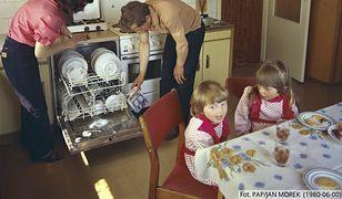 Życie rodzinne na wsi w 1980 roku - według Polskiej Agencji Prasowej.