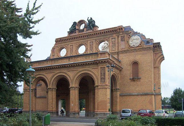 Pozostałości dworca Anhalckiego przy Askanischer Platz. To tu ma stanąć pomnik ku czci pomordowanych w czasie II wojny światowej Polaków