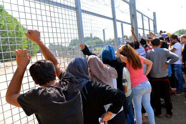 Uchodźcy znów masowo ciągną do Europy. Bytują w dramatycznych warunkach