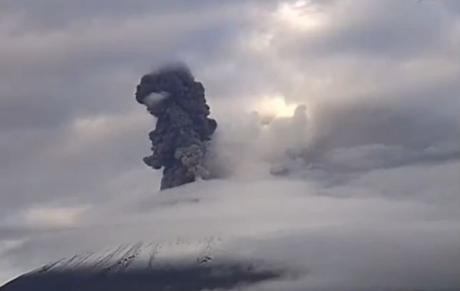 Wulkan Popocatépetl podczas erupcji 4 listopada