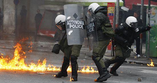 Ostre zamieszki w Atenach - b. minister ranny